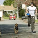 Келан Латс (Лутц) и его собаки Кола и чихуахуа Сумерки