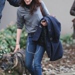 Кристен Сюарт и собака Роберта Паттинсона kristen_stewart_dog_images-1297779014