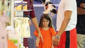 Кэти Холмс выбирает собаку для Сури Круз