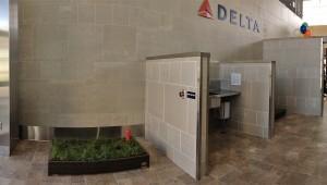 Туалет для собак в аэропорту выгул